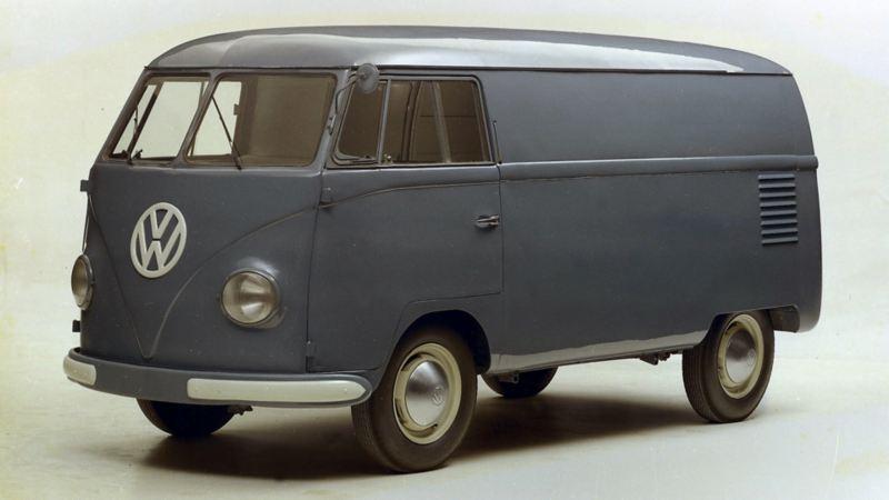 """Wprowadzony na rynek w marcu, dokładnie 70 lat temu: Volkswagen """"Bulli"""" najdłużej na świecie produkowanym samochodem dostawczym."""