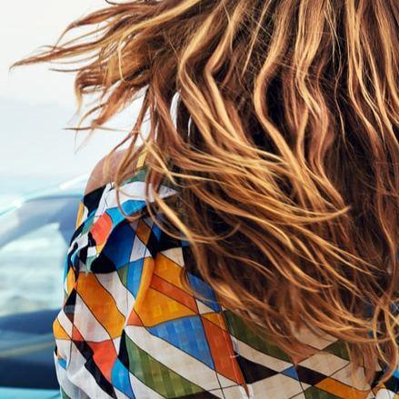 cabello mujer aire libre