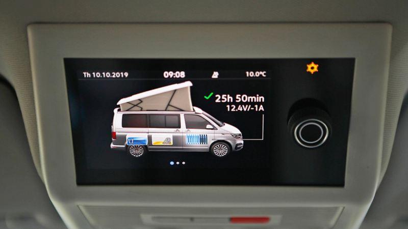 Campingdisplayen i nya VW California 6.1 med information om hur länge batterierna räcker bland annat