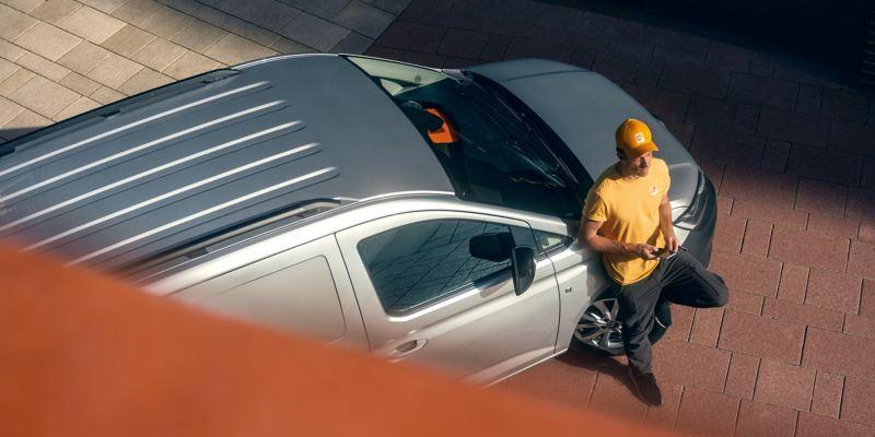 Perspetiva de cima da nova carrinha Volkswagen Caddy Cargo.