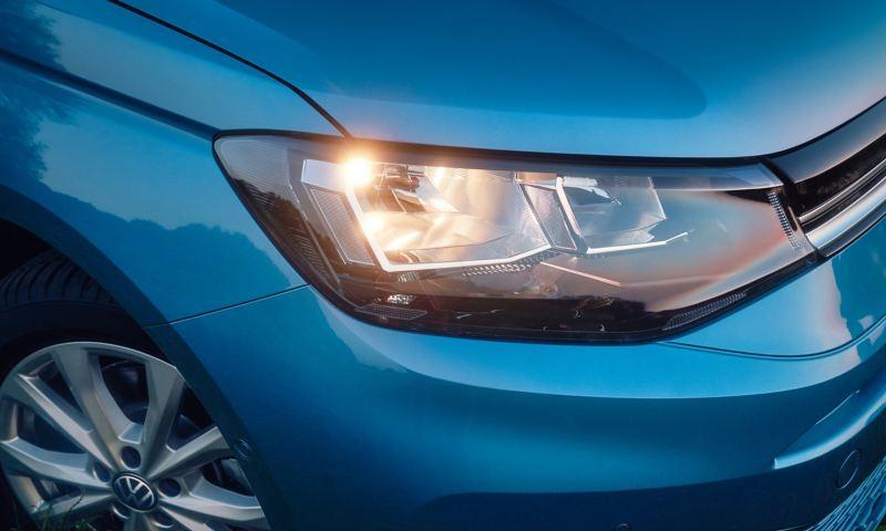 Närbild på VW Caddy