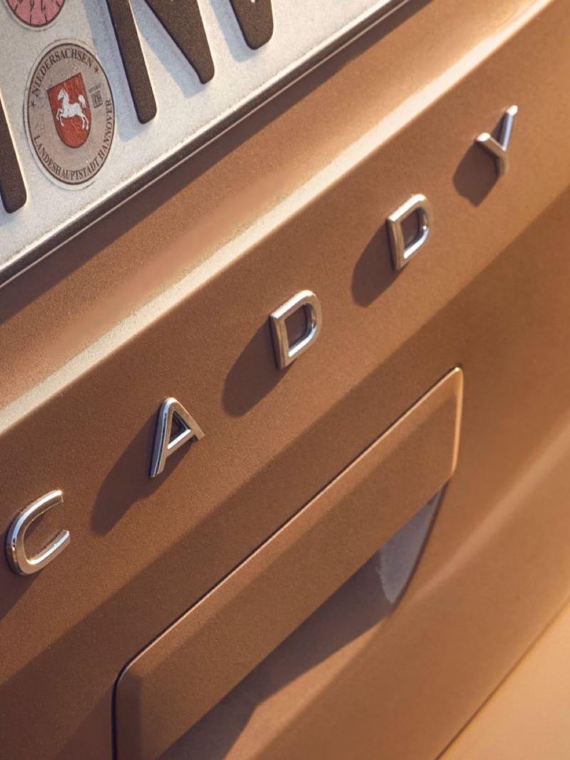 Close-up van het Caddy-opschrift aan de achterkant van de Caddy.