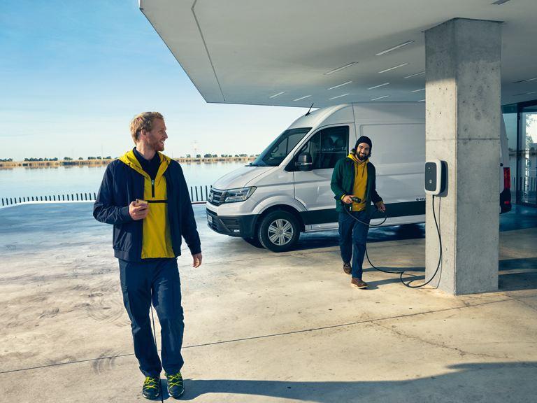 vw Volkswagen elbil elektrisk varebil el utslippsfri miljøvennlig e-Crafter Caddy TGI biogass gassdreven liten varebil kassebil ID. Buzz Cargo lader billader ladestasjon hurtiglader ladekabel veggboks DEFA