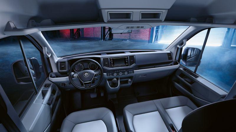 Bildet viser interiøret i førerhuset på en Volkswagen Crafter varebil