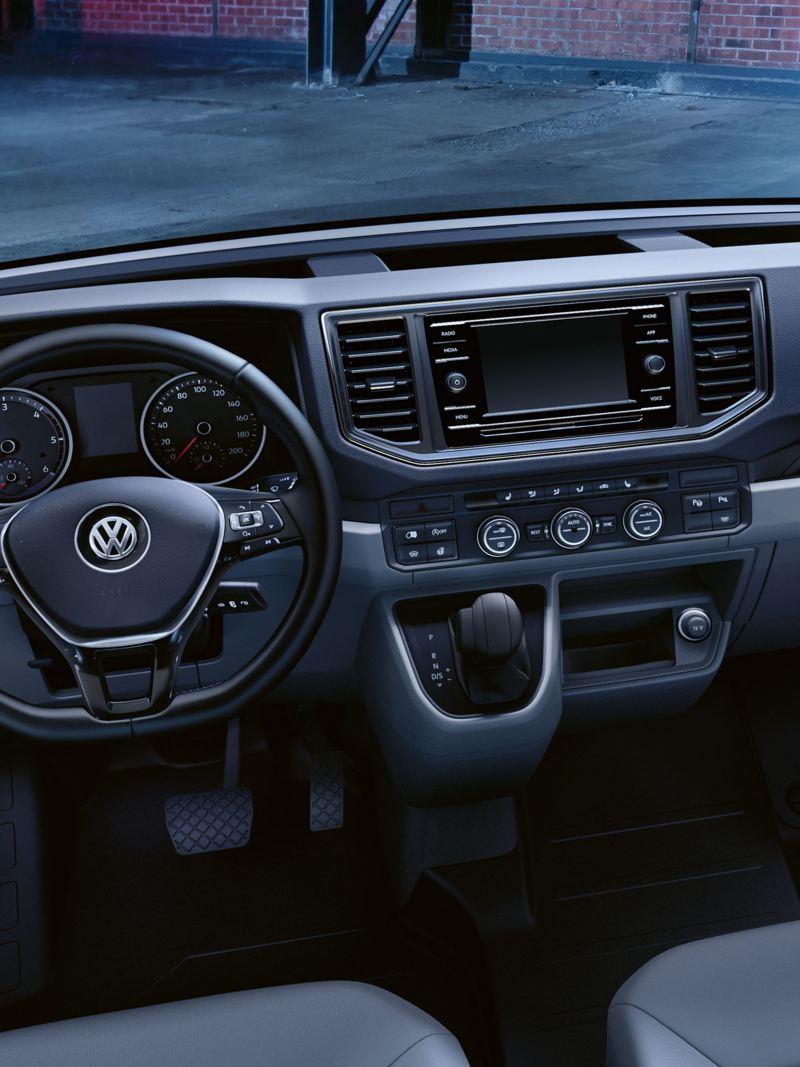 Ein Blick in die Faherrkabine des Volkswagen Nutzfahrzeuge Crafter.