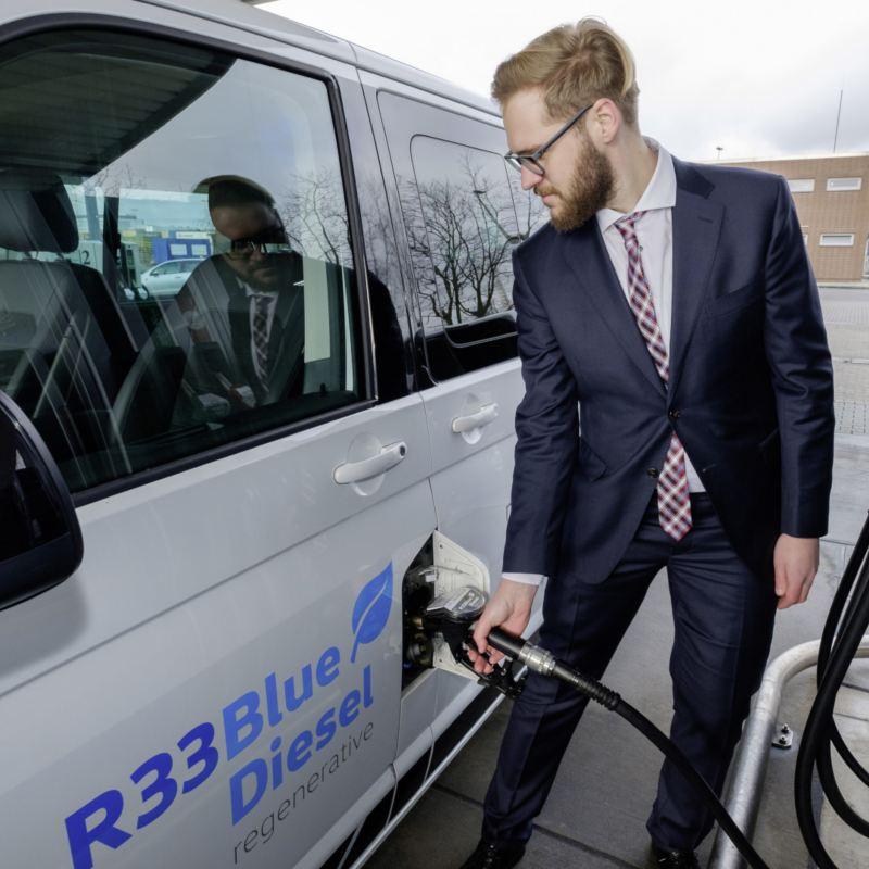 Nowe paliwo R33 BlueDiesel z komponentem ze źródeł odnawialnych pozwala obniżyć emisję dwutlenku węgla przez samochody flotowe