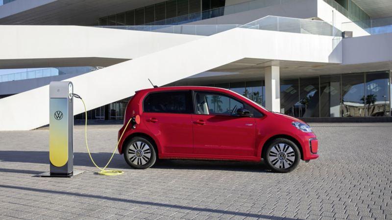 Rośnie popyt na auta elektryczne i hybrydy Volkswagena: znaczny wzrost sprzedaży modeli e-up! i Passat GTE