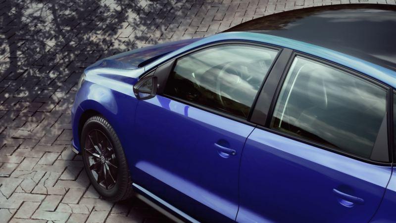 Detalles en techo y espejo color negro de Polo 2021 Edición Especial VW