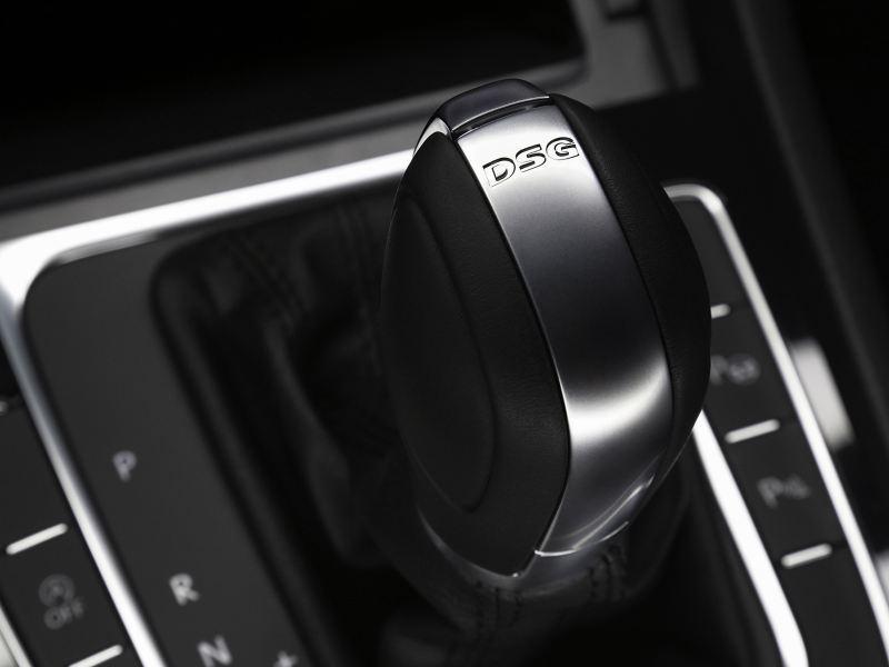 Palanca de Velocidades con Transmisión DSG presente en auto Volkswagen
