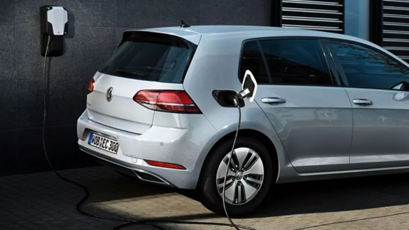 e-Golf el auto eléctrico de VW conectado en color plateado