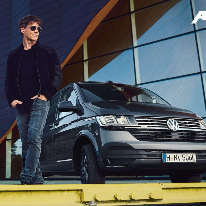 Morten Harket devant l'ABT e-Caravelle 6.1.