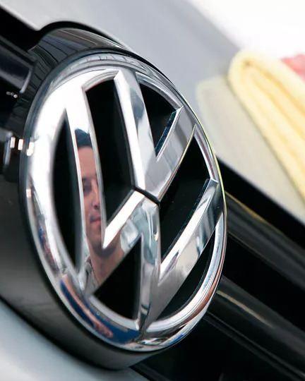 emblema acero volkswagen