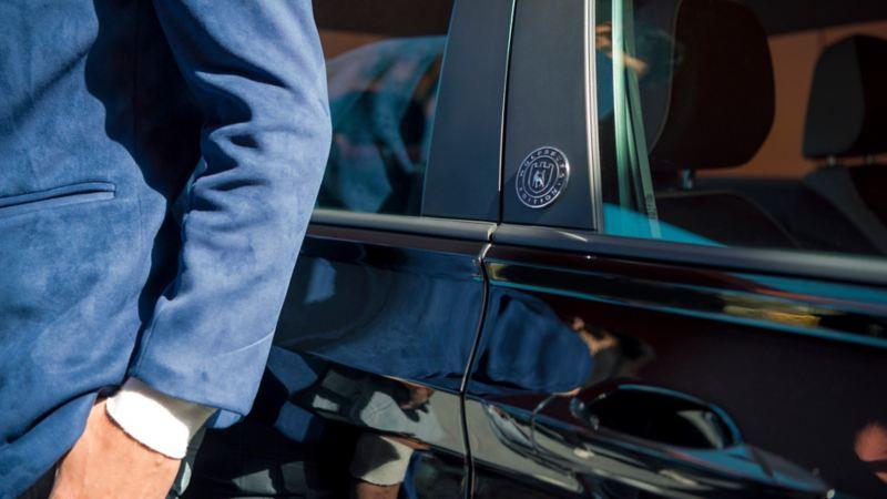 Emblema de Jetta Wolfsburg Edition presente en puertas de edición exclusiva del auto de Volkswagen México