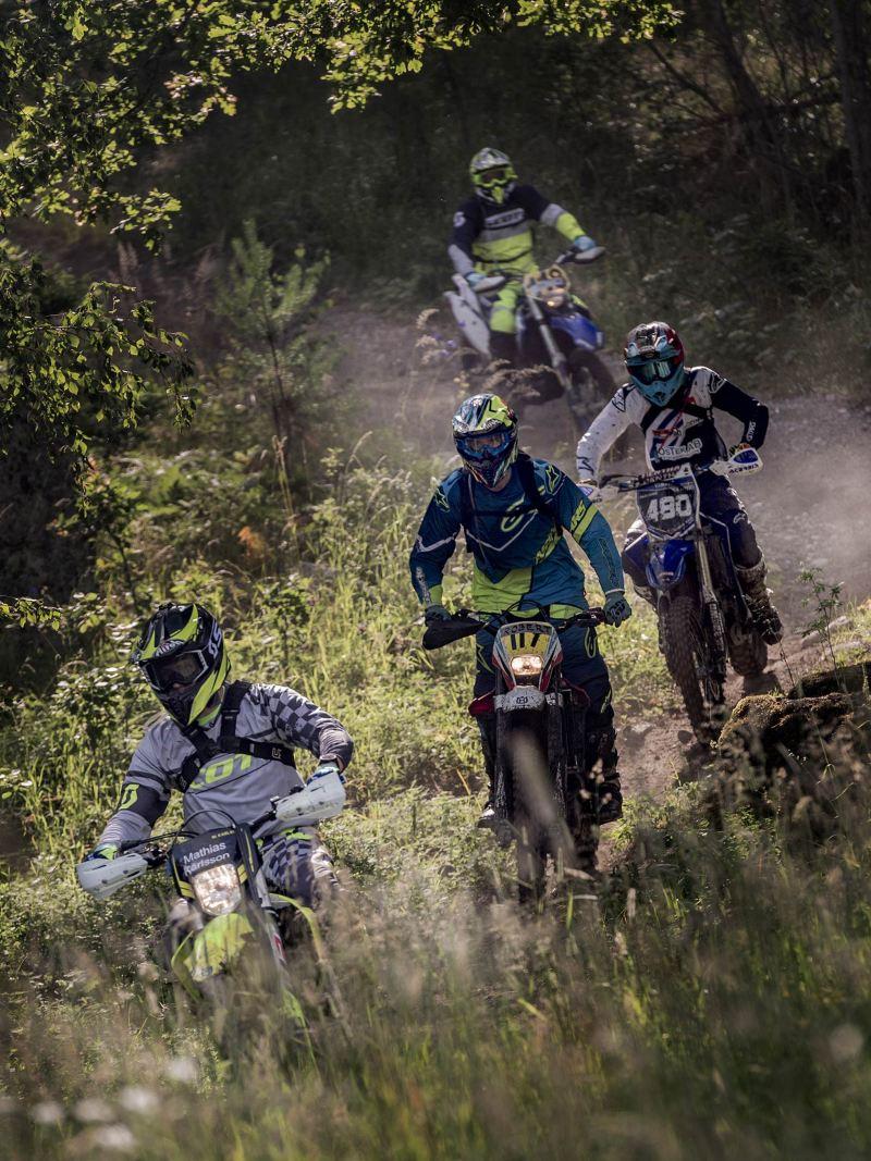 Enduro: full fart i skogen