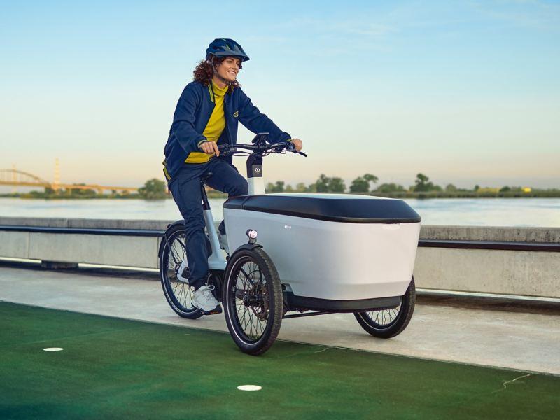 Cargo e-Bike en balade Volkswagen utilitaires