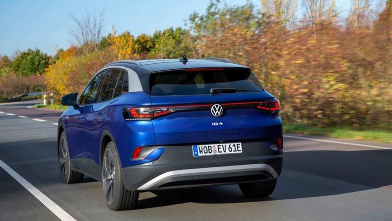 Imagen trasera de camioneta SUV eléctrica de Volkswagen ID.4.