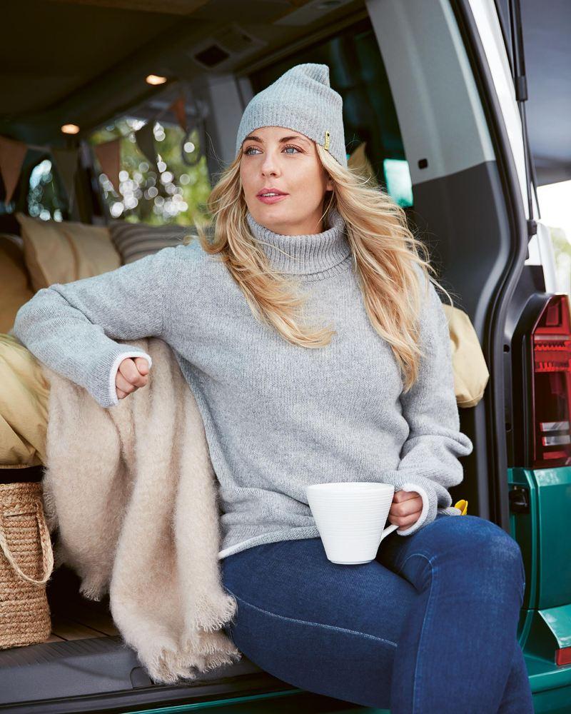 Frida Ronge tar en fikapaus i Hotel California-bussen