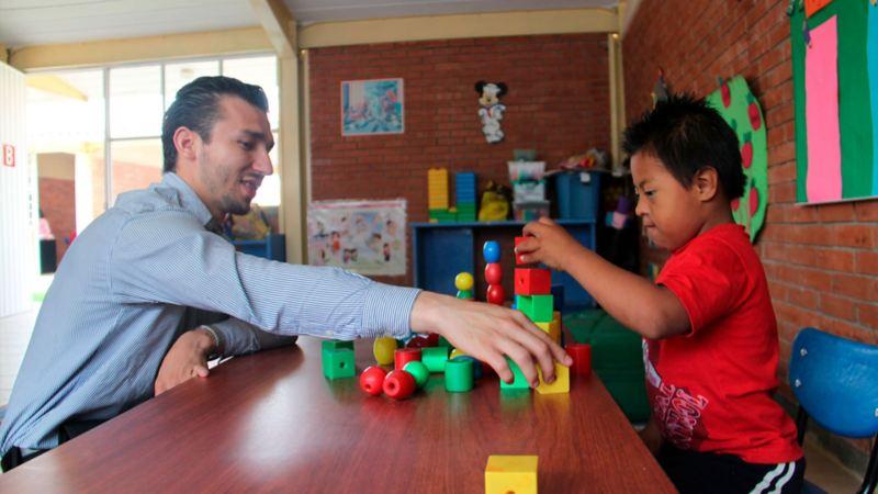 """""""Un día para el futuro"""", programa de Volkswagen que ayuda a a niñez en Puebla"""