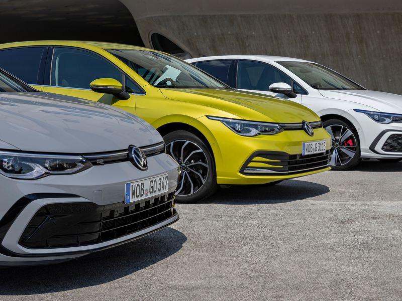 Ein Golf R, Ein Golf Style und ein Golf GTE stehen nebeneinander