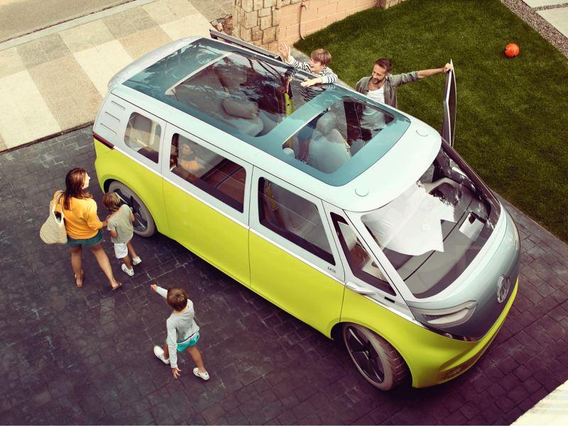 Le Volkswagen ID. Buzz vue du ciel.