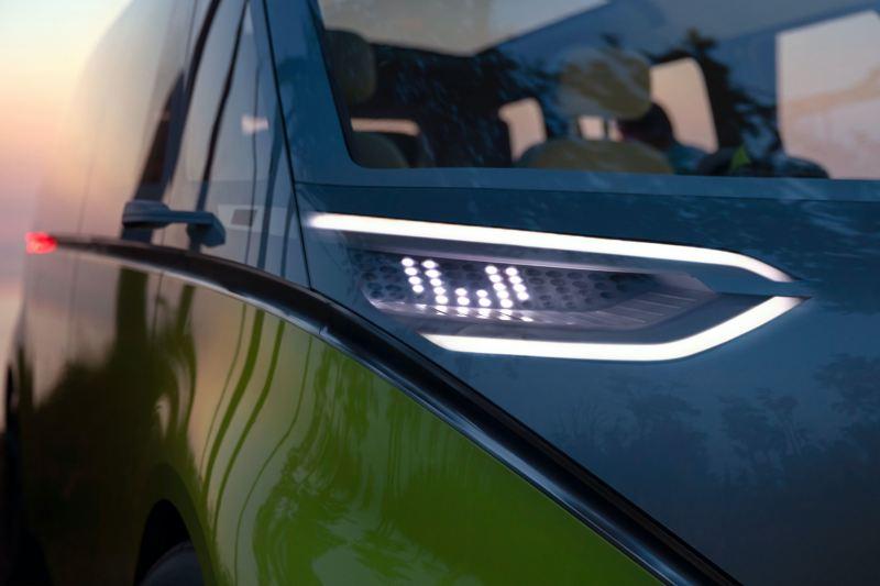 Les phares avant du Volkswagen ID. Buzz en gros plan.