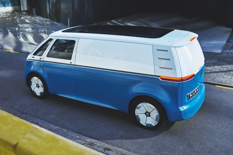 Le Volkswagen ID. Buzz Cargo vue d'en haut en diagonale.