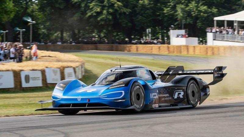 ID.R. , Carro eléctrico de Volkswagen, el mejor auto de carreras eléctrico del año sobre pista