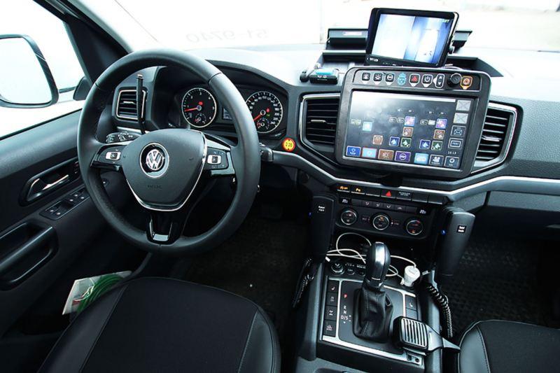 Specialanpassad interiör i polisens nya hundbil: VW Amarok V6 pickup