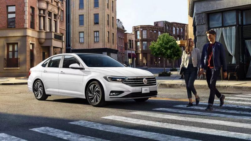 Jetta 2021 VW - Diseño exterior con luz diurna y calaveras traseras en tecnología LED