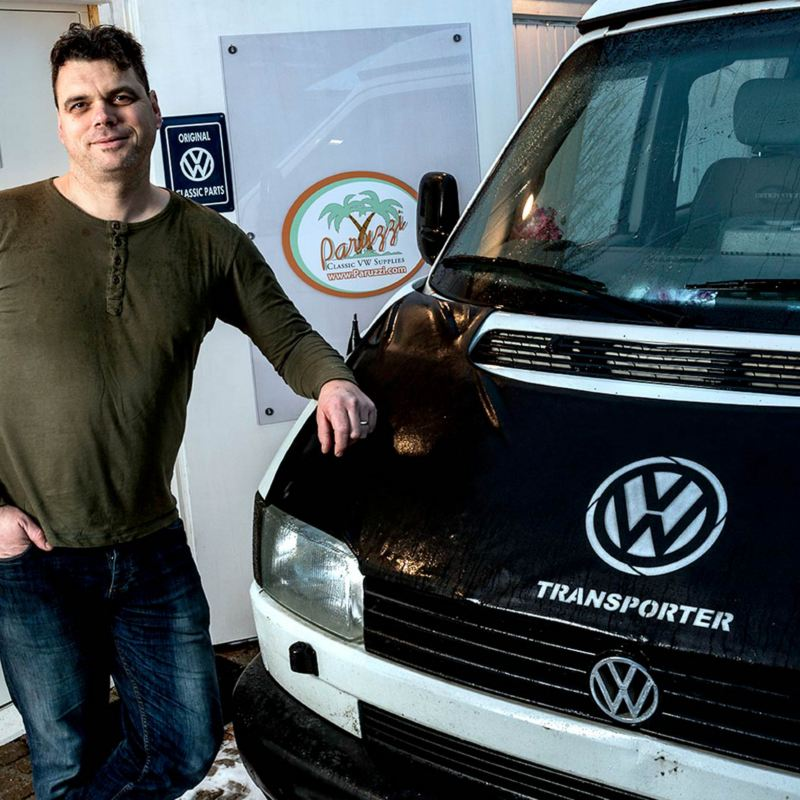 Johannes Erwin med sin Volkswagen Transporter Syncro
