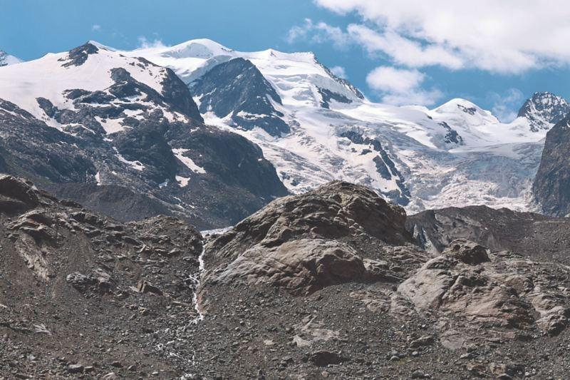 Widok na lodowiec Morteratsch w pobliżu Sankt Moritz.