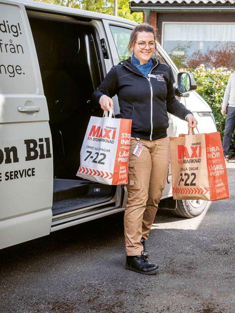 Olofsson Bil och ICA Maxi Haninge samarbetar med matleveranser till riskgrupper