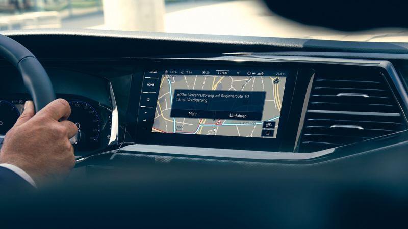 L'écran d'une Volkswagen affiche des informations en temps réel.