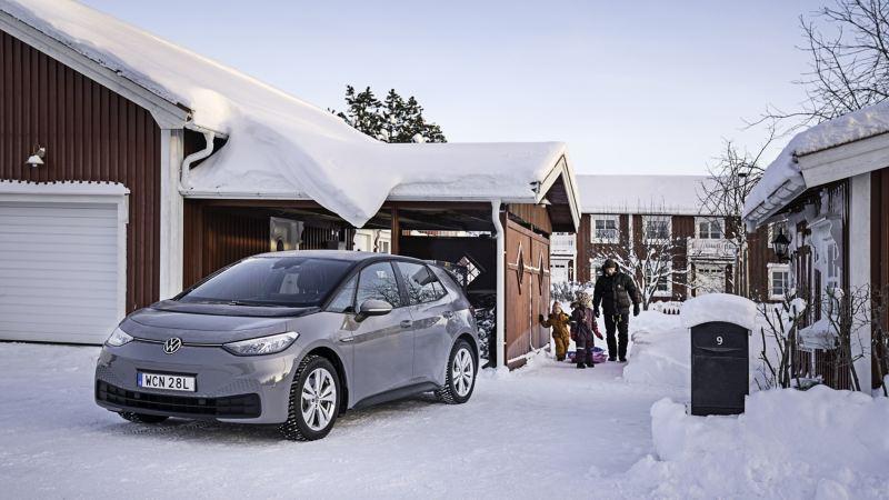 Oscar Möller med familj går mot VW ID.3