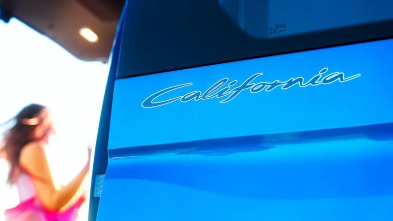 Close-up van het California-opschrift.