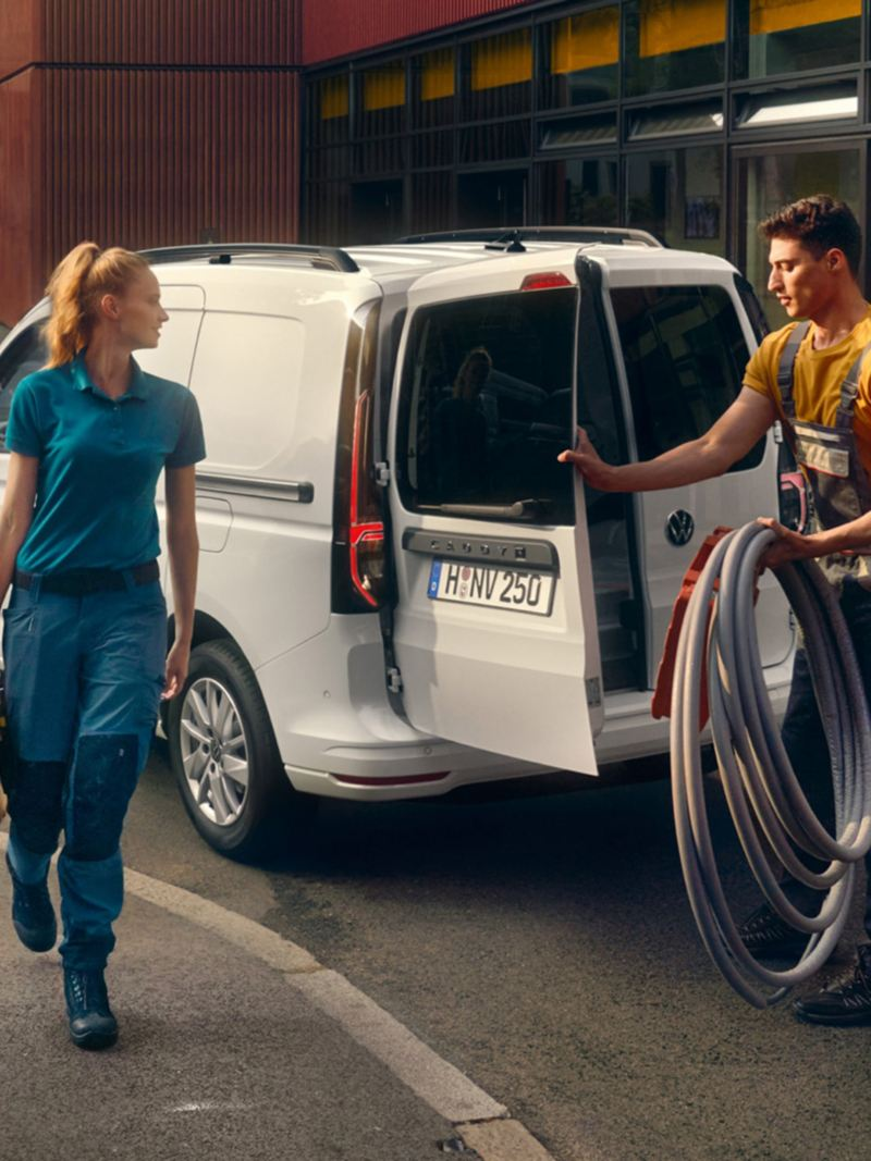 De nieuwe Volkswagen Caddy Cargo aan het werk voor vaklui.