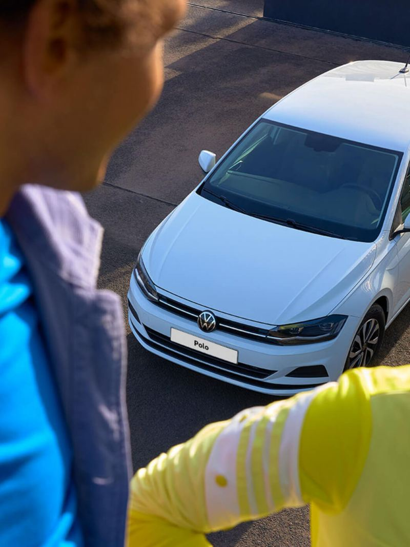 View from above of the white VW Polo ACTIVE. A man and woman are visible in the foreground.