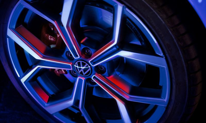 """Detail of the 18-inch """"Faro"""" rim on the Polo GTI."""