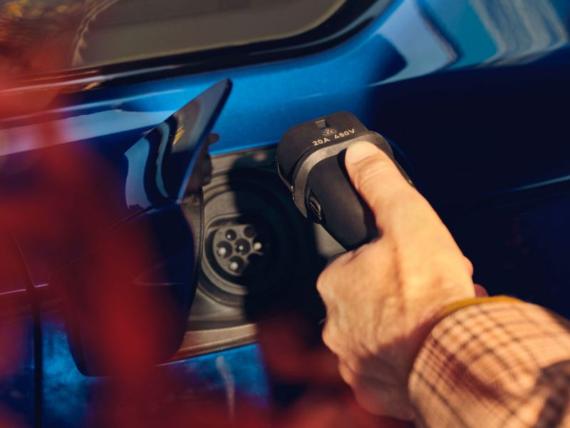 A customer connects his car to the charging plug – Volkswagen Touareg R eHybrid