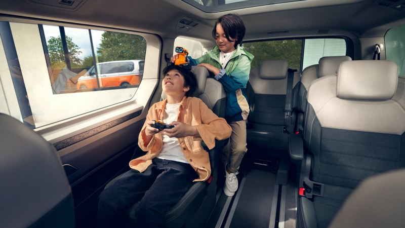 Children playing inside the new VW Multivan.