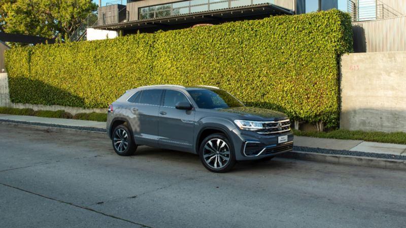 Nuevo Cross Sport VW - Camioneta con interior espacioso, rines de mayor tamaño y techo corredizo