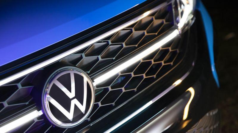 Parrilla de Nuevo Taos Highline con diseño del nuevo logo de Volkswagen