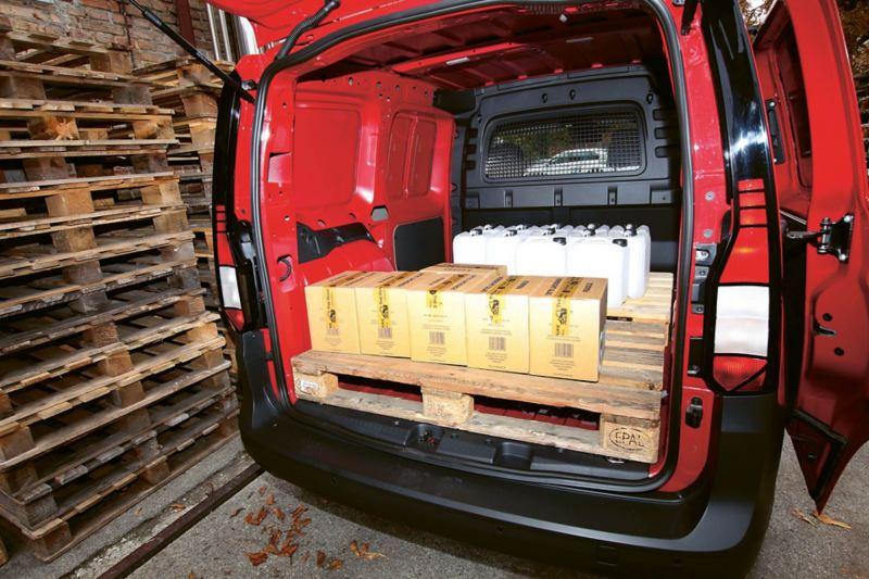 Nya Volkswagen Caddy Cargo lastar EUR-pall på tvären