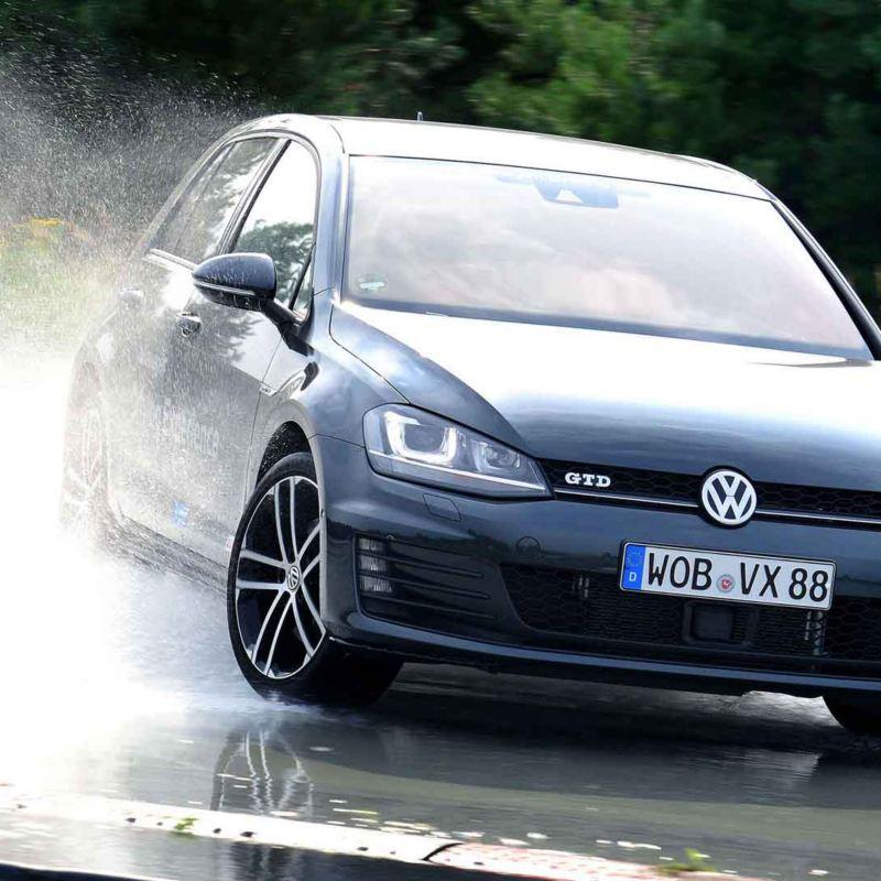 Volkswagen Golf GTD con pneumatici All Season.
