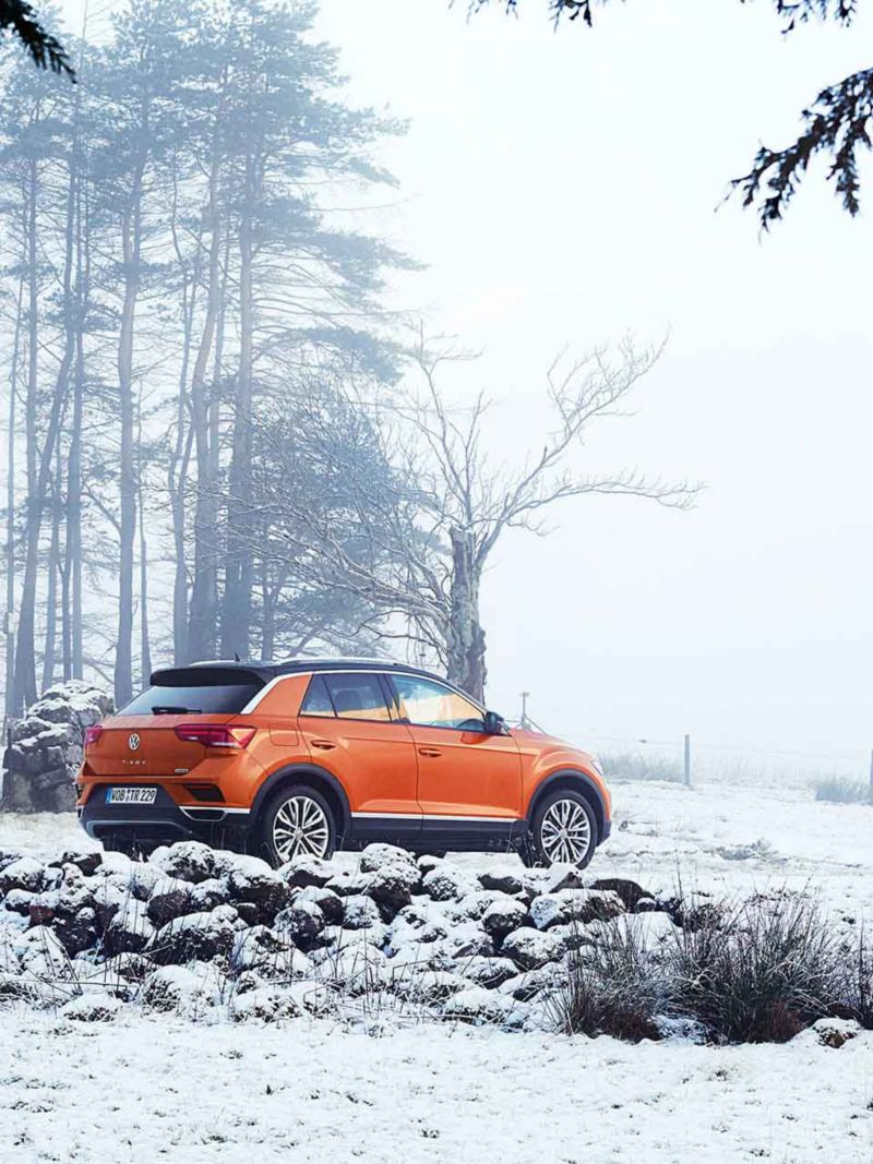 VW T-Roc in contesto innevato
