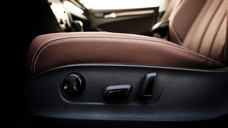 Electric seat adjustment in the 2020 Volkswagen Passat