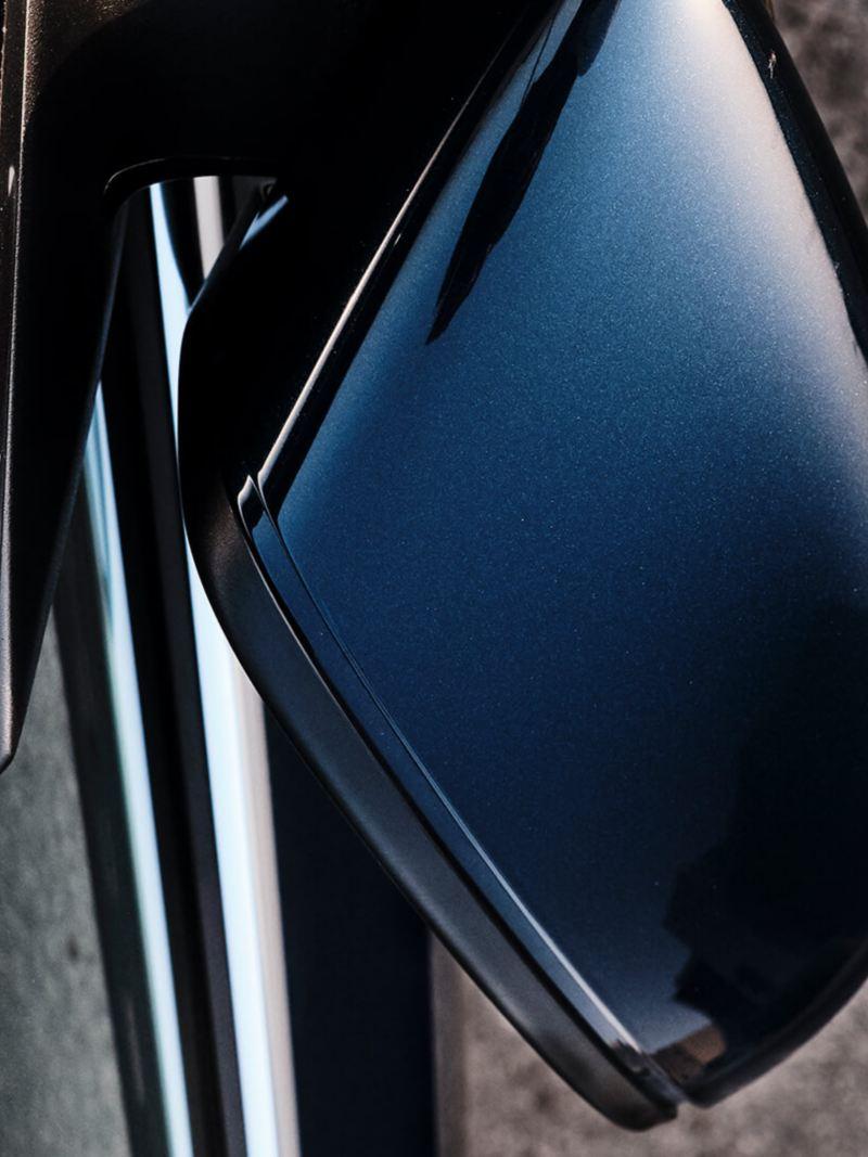 Top view of the 2020 Volkswagen Passat wing mirrors
