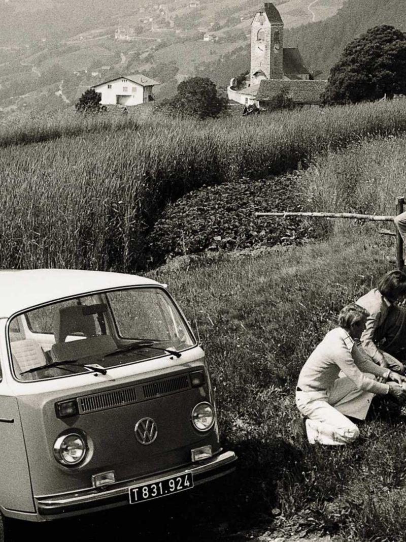 T2 Folkabussen på picknick i Alperna
