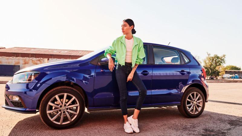 Polo Volkswagen siendo fotografiado con los mejores tips para tomar fotos de autos
