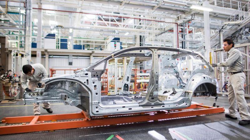 Automóviles mexicanos siendo producidos en Planta VW de Puebla